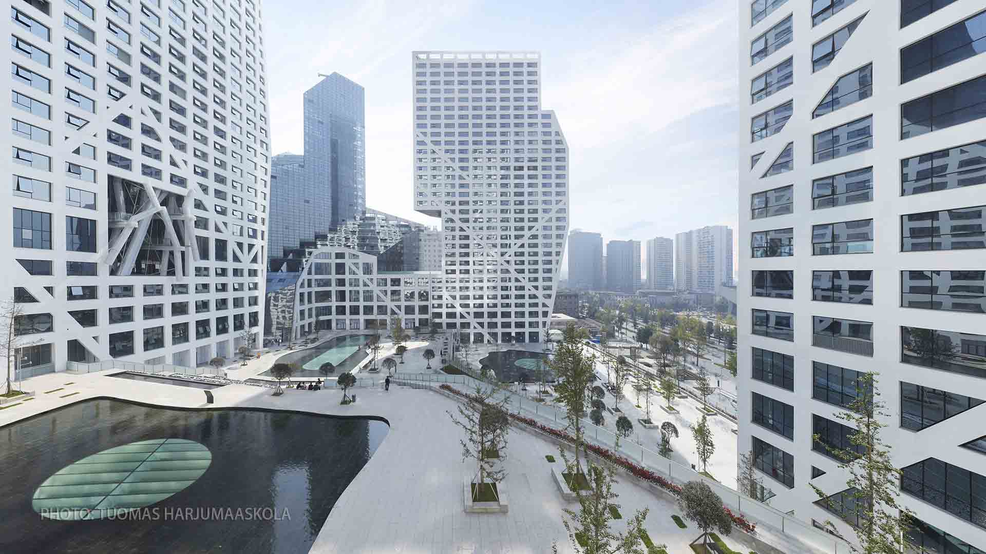 Photograph of a commercial center in Chengdu, China